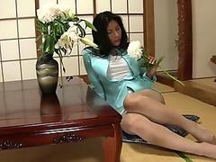 long legs chinese MILf is so sensual & erotic in this too short skirt !