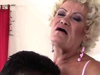 Effie asslicking an anus and riding a chisel
