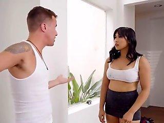 lucky Jessy fucks Mia Li
