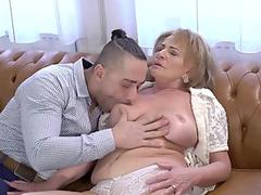 Big tits Claire Dames blows a hardrock meatpole