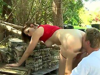 Pale amateur milf gets nailed in the woods