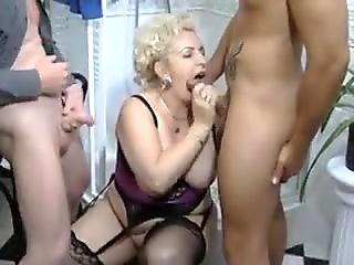 BBW-Granny-Slut poked on Toilette by 2 men