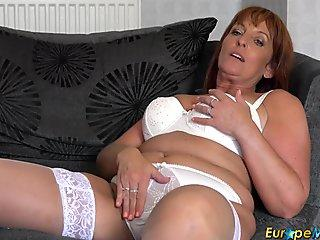 Long video of mature wife's buttocks, cleavage and belly
