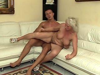 Shemale Crossdresser Anal training with thick dildo