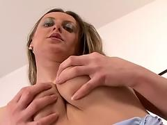 Watch free Buxom skank takes facial