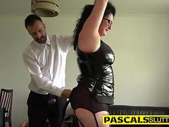 Sex bombshell Kissy Kapri stuffs her mouth with a thick shaft and enjoys it