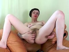Big Tit Babe Massages her Pussy sex tubes