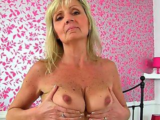 brit gilf Dolly frigs her alluring bootie