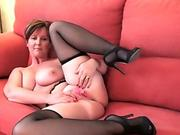 Busty Milf Julia Ann Cums With Full Figured Finger Banging Siri PornStar!