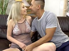 dickblowing cougar choking while facefucked