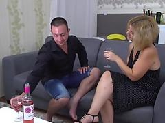 Amateur mature mom screws her man